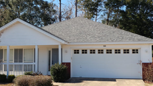 Image of home shingled in Duration Estate Grey by Taylor Enterprises Inc.